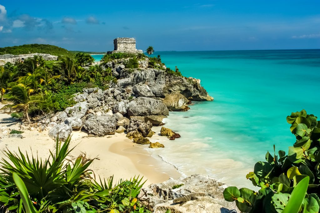 The best time of day to visit Tulum ruins is early morning